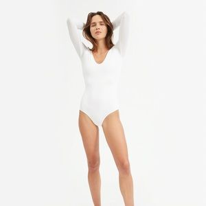Everlane. Long Sleeve V-Neck Bodysuit. White.